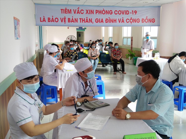 Sàng lọc trước khi tiêm vaccine Covid -19 tại Kiên Giang