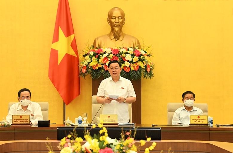Chủ tịch Quốc hội Vương Đình Huệ phát biểu bế mạc phiên họp thứ 58 của Ủy ban Thường vụ Quốc hội. Ảnh: Minh Thành.