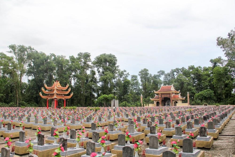 Một góc Nghĩa trang liệt sĩ Trường Sơn