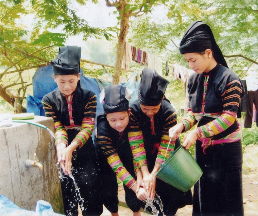 Thiếu nữ dân tộc Lô Lô Đen ở huyện Bảo Lạc (Cao Bằng) (Ảnh: BCB)