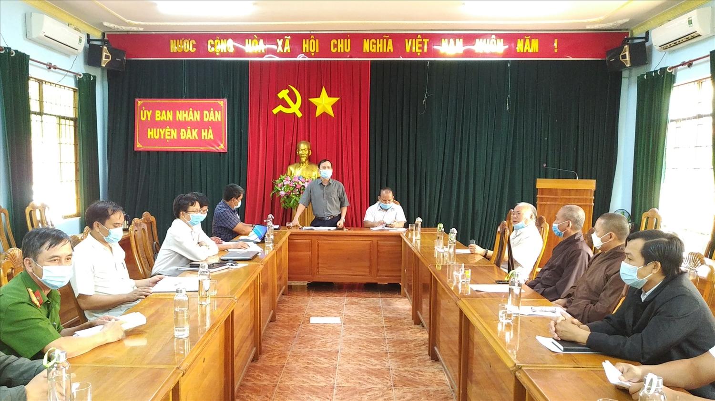 Lãnh đạo huyện Đăk Hà khẳng định, những kết quả đạt được trong phát triển kinh tế - xã hội của địa phương có sự đóng góp quan trọng của nhân dân, các tôn giáo, dân tộc trên địa bàn. (Ảnh: TN)