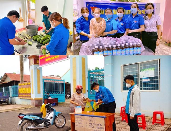 """Các bạn trẻ hai phường Tân Xuân và Tân Phú chung tay nấu nước nha đam và nước bí đao, bán tại UBND phường và """"ship"""" tận tay khách hàng để tạo quỹ phòng chống Covid-19"""