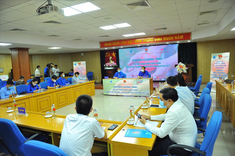 Chương trình được tổ chức trực tuyến tại điểm cầu Hà Nội và TP. Hồ Chí Minh