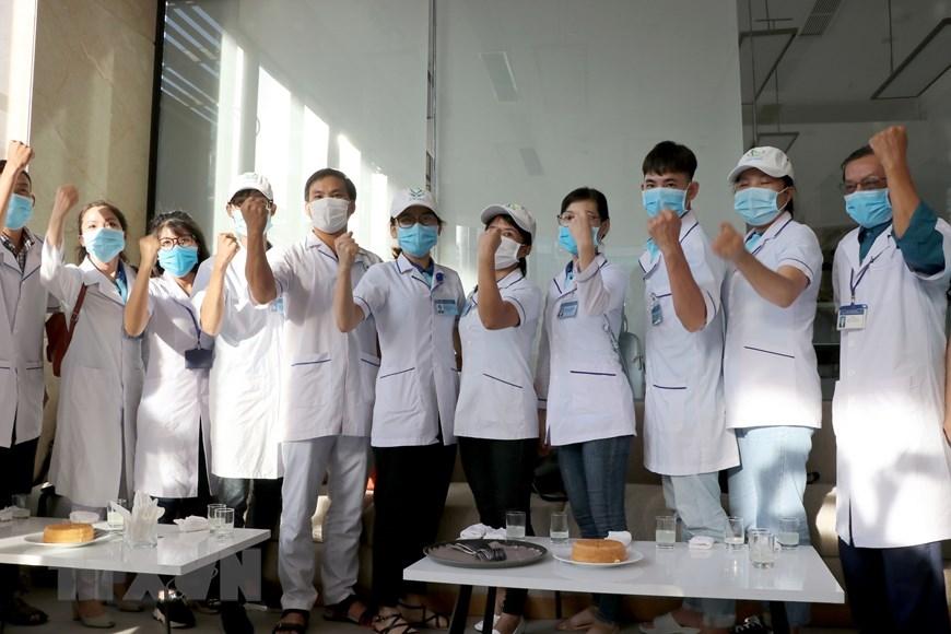 Đoàn y, bác sỹ từ tỉnh Bình Định tự tin, vững vàng đến Đà Nẵng xung phong chi viện giúp đỡ Đà Nẵng phòng chống dịch COVID-19. (Ảnh: Quốc Dũng/TTXVN)