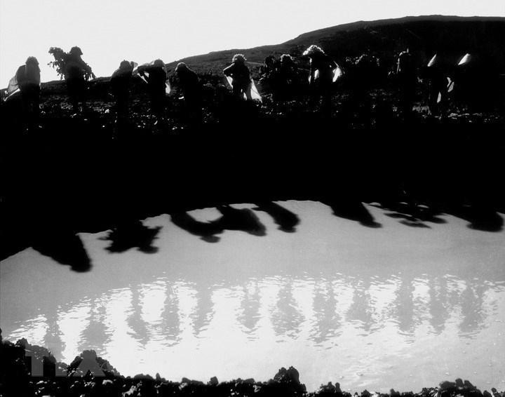 Tiểu đội 10 cô gái Ngã ba Đồng Lộc (Hà Tĩnh) trong kháng chiến chống Mỹ, cứu nước. (Ảnh: Văn Sắc/TTXVN)