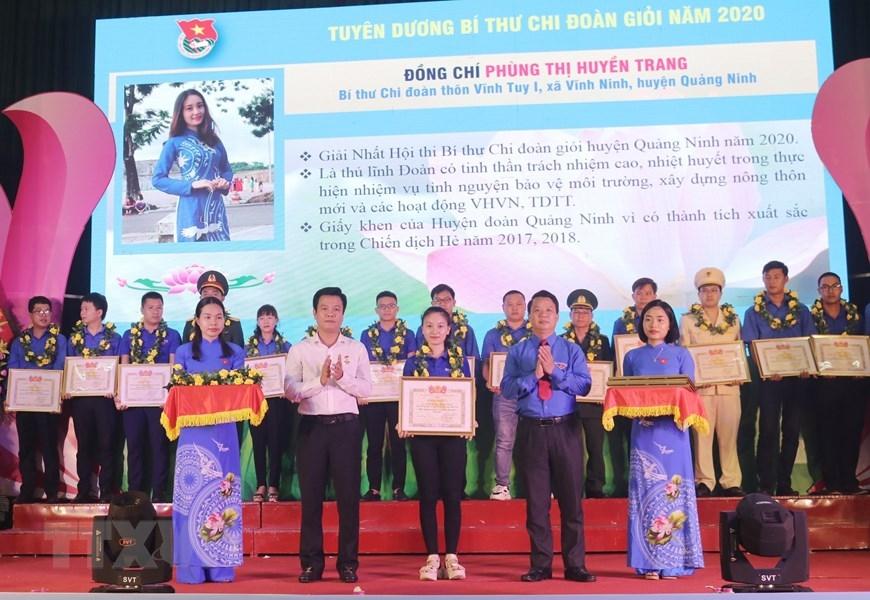 Tỉnh đoàn Quảng Bình tuyên dương 30 bí thư Chi đoàn giỏi, 15 Chi đoàn mạnh cấp tỉnh năm 2020 tại Lễ kỷ niệm 70 năm Ngày truyền thống lực lượng Thanh niên xung phong Việt Nam (15/7/1950-15/7/2020). (Ảnh: Võ Dung/TTXVN)