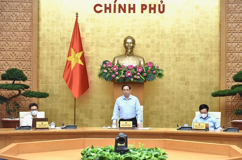 Thủ tướng Phạm Minh Chính chủ trì họp trực tuyến Chính phủ với 27 tỉnh, thành phố phía Nam để triển khai các biện pháp cấp bách nhằm ngăn chặn, kiểm soát dịch Covid-19. Ảnh: TRẦN HẢI