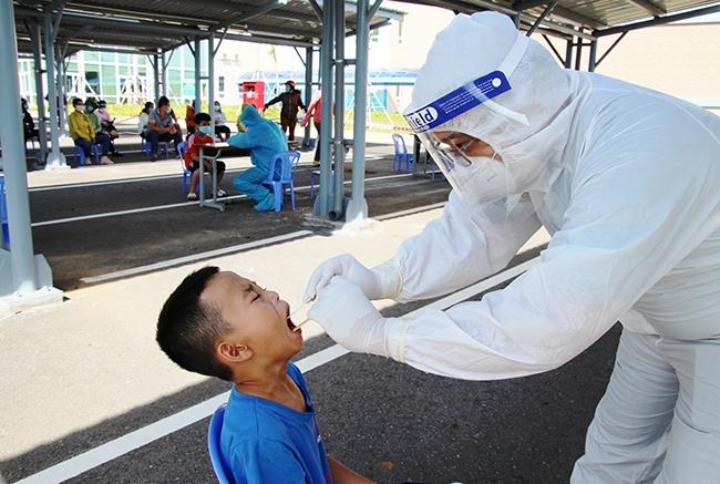Lực lượng y tế làm việc khẩn trương, tích cực