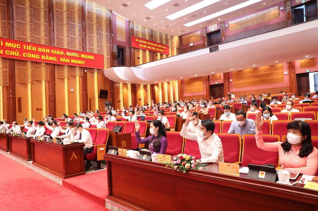 Các đại biểu tham dự Kỳ họp biểu quyết thông qua Nghị quyết