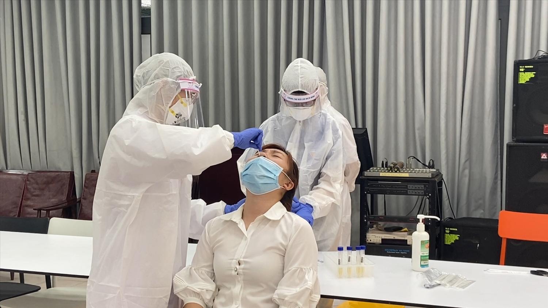 Các F1 cách ly tại nhà phải được lấy mẫu xét nghiệm SARS-CoV-2 ít nhất 3 lần vào ngày thứ nhất, ngày thứ 7 và ngày thứ 14 kể từ khi bắt đầu cách ly