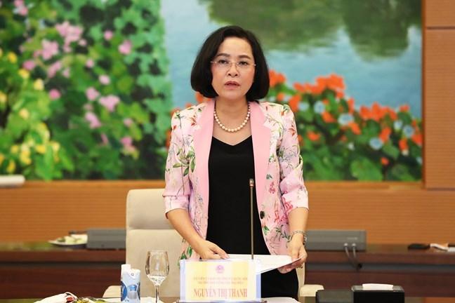 Trưởng Ban công tác đại biểu Nguyễn Thị Thanh báo cáo tại Hội nghị