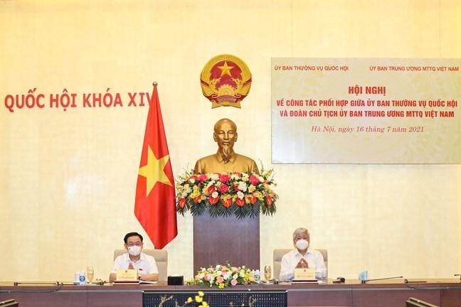 Chủ tịch Quốc hội Vương Đình Huệ và Chủ tịch Ủy ban Trung ương MTTQ Việt Nam Đỗ Văn Chiến chủ trì Hội nghị