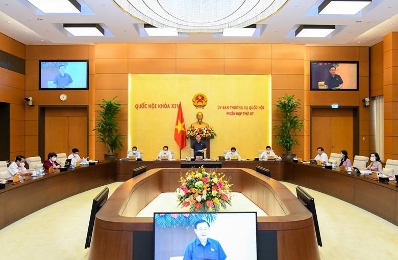 Phiên họp thứ 57 của Ủy ban Thường vụ Quốc hội. (Ảnh: TH)