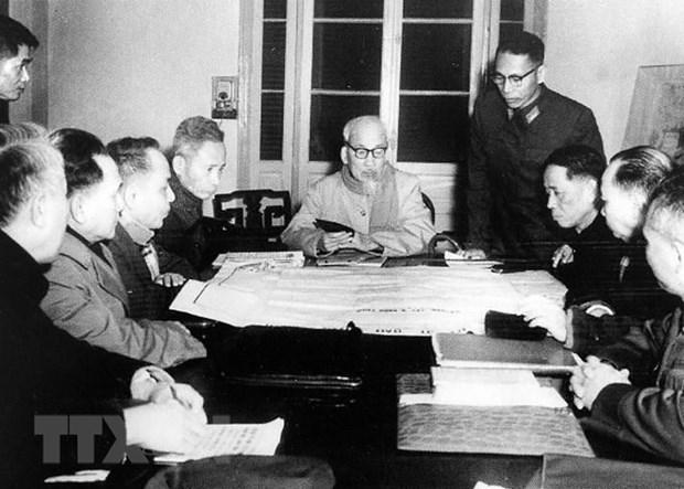 Ngày 28/12/1967, Bộ Chính trị họp phiên đặc biệt, do Chủ tịch Hồ Chí Minh chủ trì, chính thức thông qua kế hoạch chiến lược năm 1968, mở cuộc Tổng tiến công Tết Mậu Thân 1968 là nhằm giáng một đòn quyết liệt vào ý chí xâm lược của đế quốc Mỹ, buộc Mỹ phải đơn phương ngừng ném bom miền bắc, buộc phải đi đến ngồi với ta, thương lượng với ta. (Ảnh: Tư liệu TTXVN)
