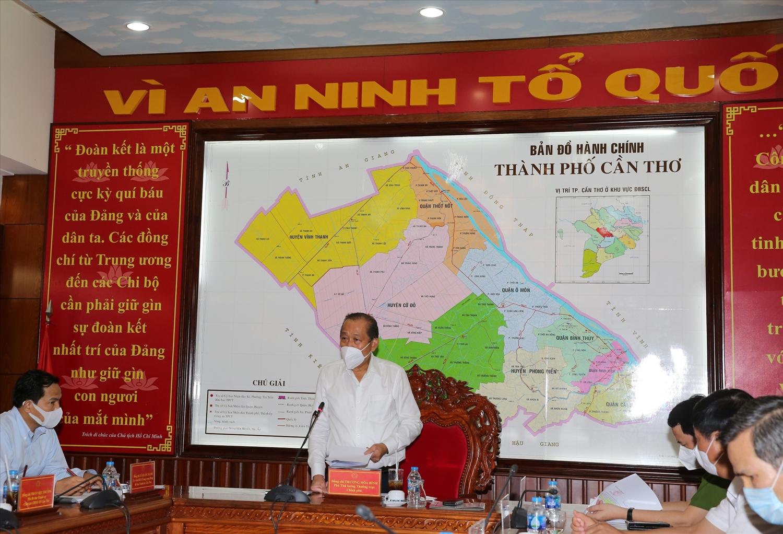 Phó Thủ tướng Thương trực Chính phủ Trương Hòa Bình phát biểu tại buổi làm việc với lãnh đạo TP. Cần thơ về công tác phòng, chống dịch bệnh COVID-19 chiều ngày 17/7. Ảnh: VGP/Mạnh Hùng