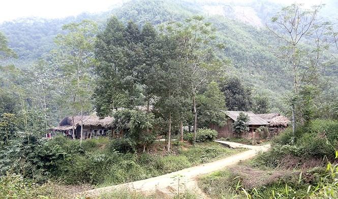 Tình trạng nghèo ở vùng DTTS và miền núi đang là thách thức lớn nhất hiện nay (trong ảnh: Một góc bản Đồng Măng, xã Trung Sơn, huyện Yên Lập, tỉnh Phú Thọ - Ảnh TL)