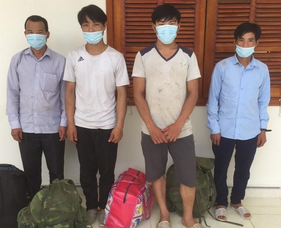 Lực lượng biên phòng tạm giữ 4 người nhập cảnh trái phép. Ảnh: H.A/baoquangnam.vn