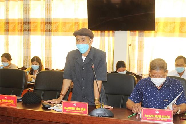 Ông Huỳnh Tấn Sâm - nguyên Bí thư Huyện ủy Bắc Trà My chia sẻ ý kiến tại hội nghị. (Ảnh: A.N)