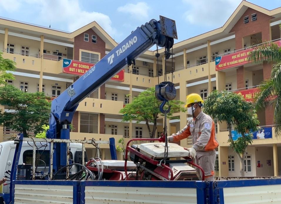 Các công ty Điện lực trực thuộc EVNNPC sẵn sàng phương tiện vật tư đảm bảo cấp điện cho các điểm thi tốt nghiệp THPT