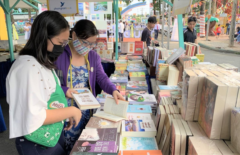 Những cuốn sách hay sẽ giúp người đọc cảm thấy kiên cường, yêu đời hơn trong mọi hoàn cảnh.