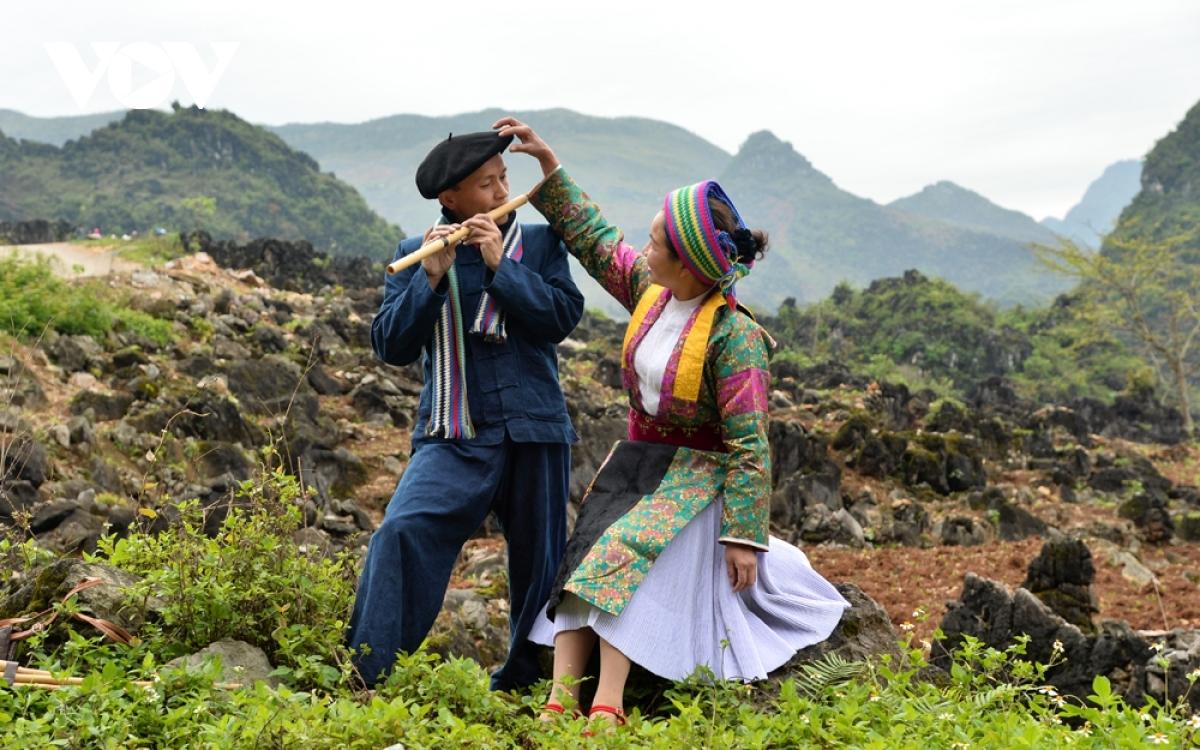 Chợ tình Khâu Vai là dịp để những cặp đôi từng yêu nhau nhưng không thành duyên vợ chồng có dịp gặp lại để tâm tình