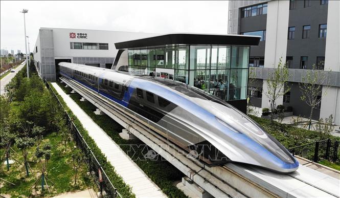 Tàu đệm từ trường siêu tốc trong buổi ra mắt tại Thanh Đảo, tỉnh Sơn Đông, Trung Quốc, ngày 20/7/2021. Ảnh: THX/TTXVN