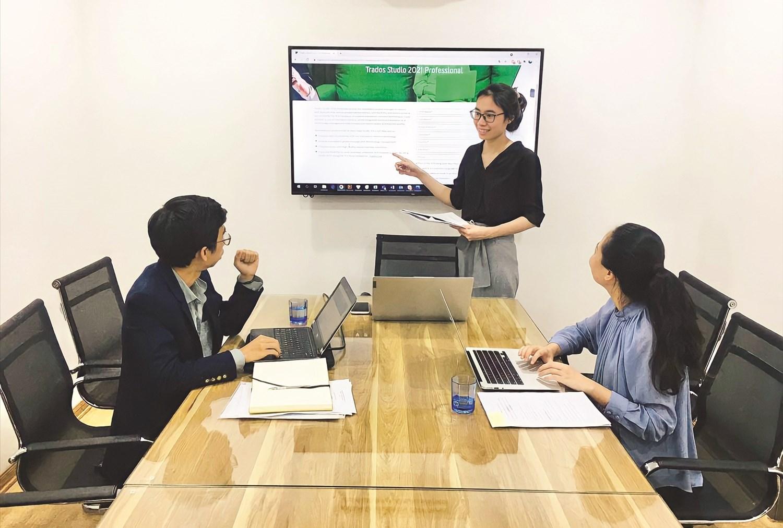 Cuộc họp của Ban Giám đốc về chương trình mở lớp dạy kỹ năng cho các bạn sinh viên ngành dịch thuật