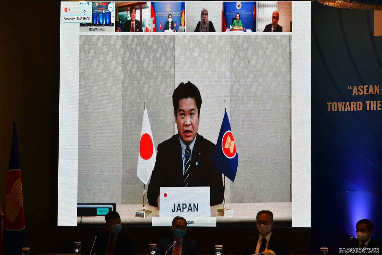 Bộ trưởng Quốc Vụ thứ nhất Washio Eiichiro phát biểu trực tuyến. (Ảnh: Tuấn Anh)