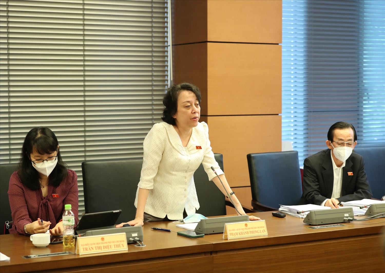 Đại biểu Phạm Khánh Phong Lan (đoàn TPHCM) phát biểu. Ảnh: VGP/Hải Liên