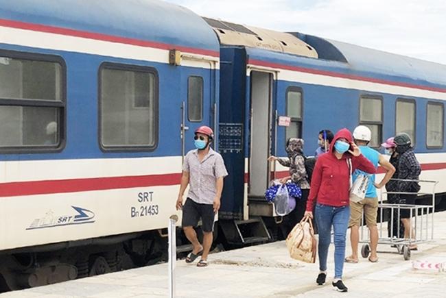 Công dân từ các tỉnh phía Nam khi về quê sẽ xuống ở ga Yên Trung (huyện Đức Thọ)