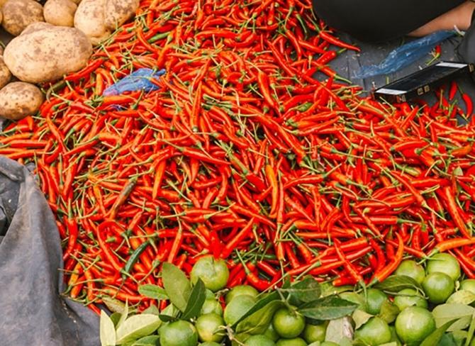 Các loại nông sản địa phương được đồng bào dân tộc bày bán rất nhiều tại chợ