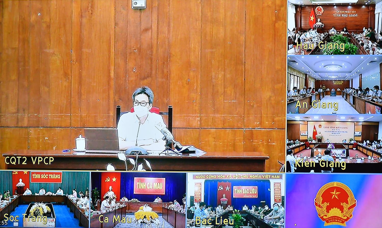Phó Thủ tướng Vũ Đức Đam, Trưởng Ban Chỉ đạo quốc gia phòng, chống dịch COVID-19 phát biểu tại cuộc họp trực tuyến với Tổ công tác đặc biệt của Chính phủ, 6 tỉnh khu vực phía Nam sông Hậu. Ảnh: VGP/Đình Nam