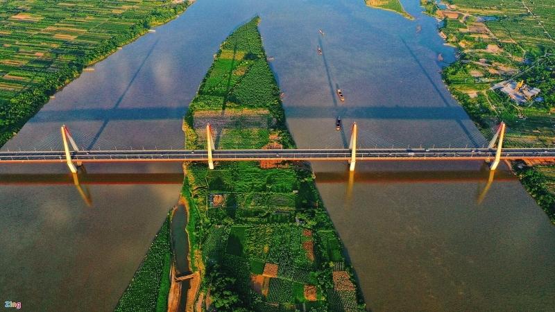 Cơ sở hạ tầng được cải thiện giúp đẩy nhanh giá bất động sản tại Hà Nội, đặc biệt là các quận, huyện ngoại ô. Ảnh: Việt Linh.