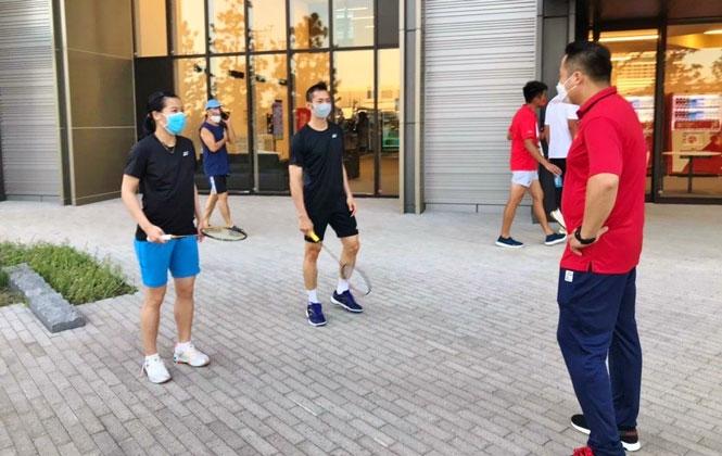 VĐV Nguyễn Thùy Linh và Nguyễn Tiến Minh chuẩn bị luyện tập.