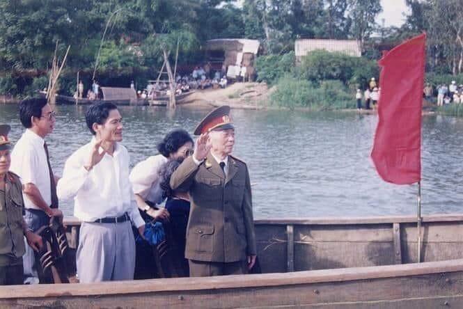 Đại tướng với dòng Kiến Giang khi về thăm quê