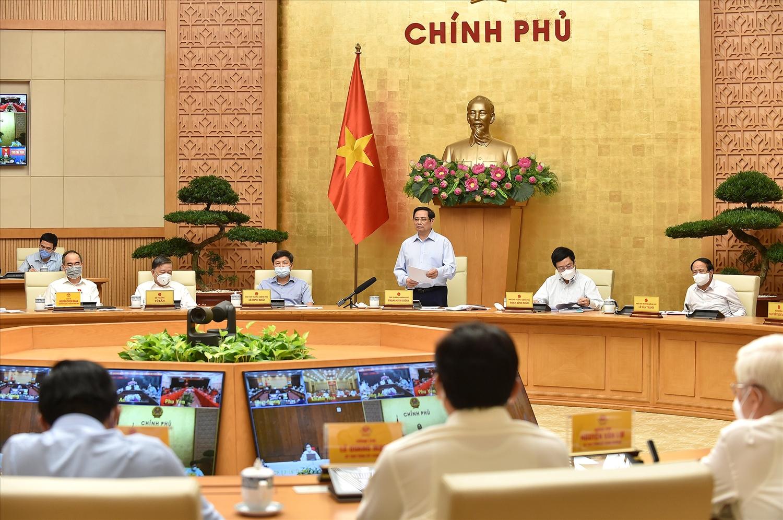 Thủ tướng Phạm Minh Chính yêu cầu Bộ Y tế xây dựng các tiêu chuẩn, tiêu chí để các tỉnh, thành phố biết khi nào áp dụng Chỉ thị 15, Chỉ thị 16, Chỉ thị 16+ Ảnh: VGP/Nhật Bắc