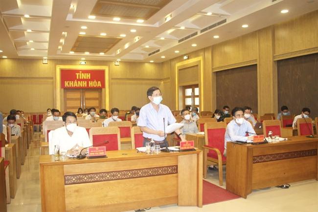 Ông Nguyễn Tấn Tuân chỉ đạo tại cuộc họp