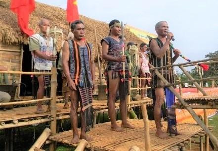 """Các già làng là chủ lễ tổ chức lễ hội """"Ăn trâu cúng thần được một ngàn gùi lúa"""" (Ảnh TL)"""
