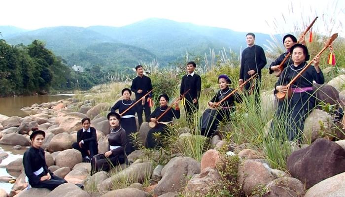Hát Then nét đặc trưng của Làng Văn hóa du lịch cộng đồng thôn Hạ Thành. Ảnh: T.L