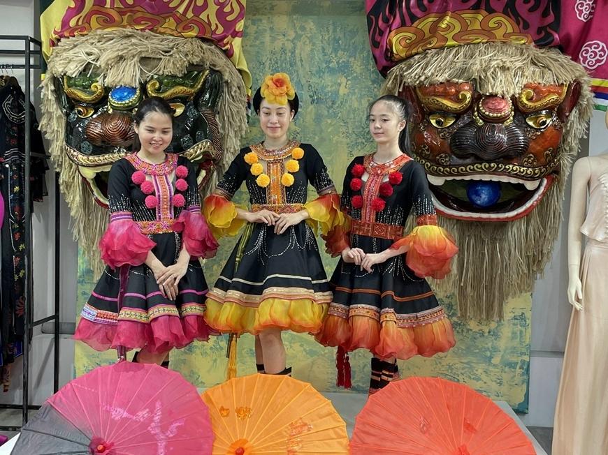 Trang phục mang đậm bản sắc dân tộc