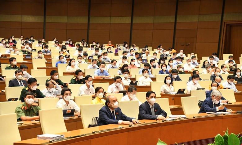 Đại biểu Quốc hội thảo luận tại Hội trường về hai Chương trình mục tiêu quốc gia