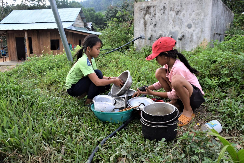 Thiếu nước sinh hoạt, nước sinh hoạt không hợp vệ sinh ảnh hưởng đến sức khỏe của người dân vùng đồng bào DTTS, nhất là trẻ nhỏ