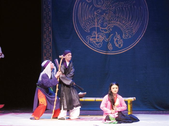 Tìm lời giải cho bài toán đào tạo nhân lực lĩnh vực nghệ thuật truyền thống còn rất nhiều khó khăn ((Trong ảnh: Một vở diễn báo cáo của diễn viên trẻ thực tập do Nhà hát Chèo Việt Nam đào tạo)