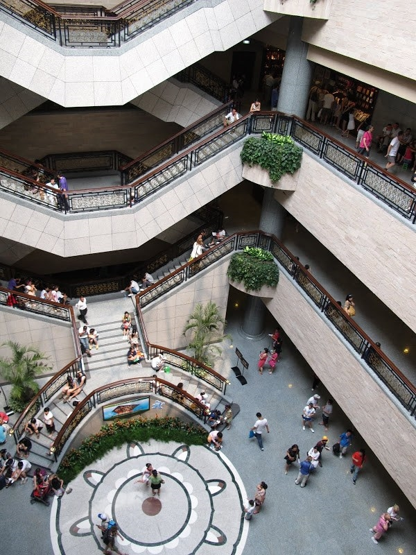 Bên trong Viện bảo tàng với 10 khu triển lãm tại 5 tầng lầu, diện tích 39,000 thước vuông.