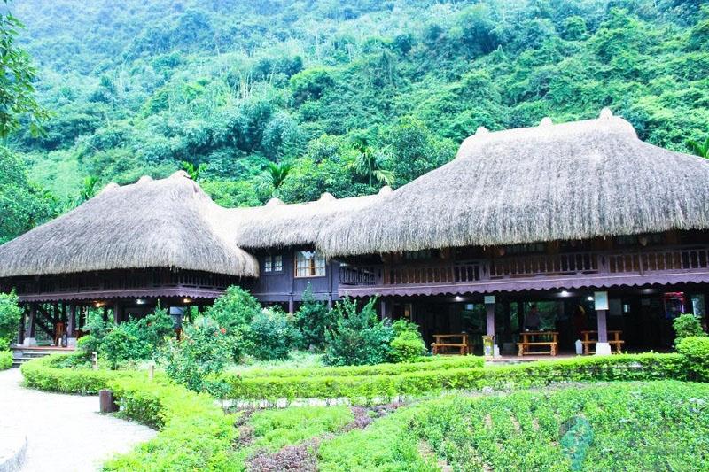 Những ngôi nhà sàn cho du khách nghỉ dưỡng tại Thung Nham