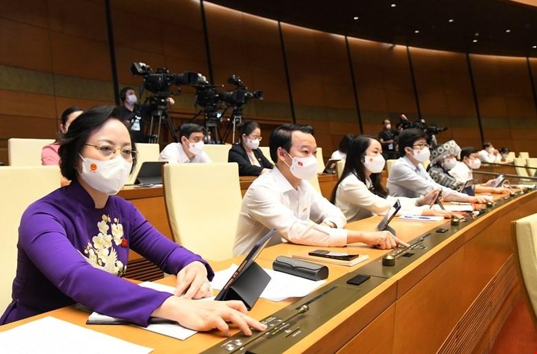 Đại biểu Quốc hội biểu quyết thông qua Nghị quyết về chủ trương đầu tư Chương trình mục tiêu quốc gia giảm nghèo bền vững giai đoạn 2021-2025 sáng 28/7