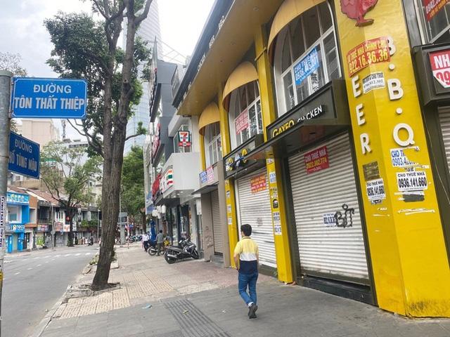 Nhiều mặt bằng nằm ở vị trí đắc địa tại trung tâm TP Hồ Chí Minh đóng cửa do đại dịch COVID-19 (Ảnh: Dân trí)