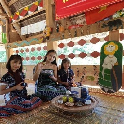 Khám phá văn hóa làng Cơ tu tại Làng Du lịch cộng đồng Ta Lang 1