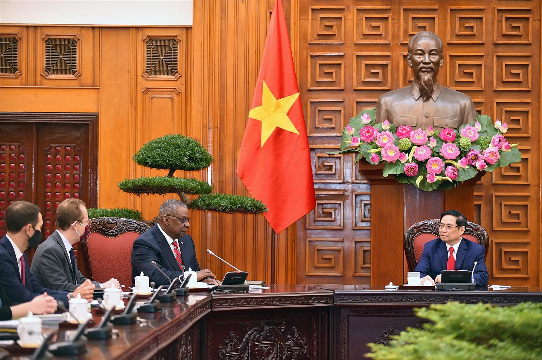 Bộ trưởng Quốc phòng Hoa Kỳ Lloyd Austin khẳng định: Hoa Kỳ coi trọng quan hệ Đối tác toàn diện với Việt Nam, ủng hộ một Việt Nam mạnh, độc lập, thịnh vượng, tiếp tục xây dựng lòng tin, hướng tới nâng tầm quan hệ hai nước. Ảnh: VGP/Nhật Bắc