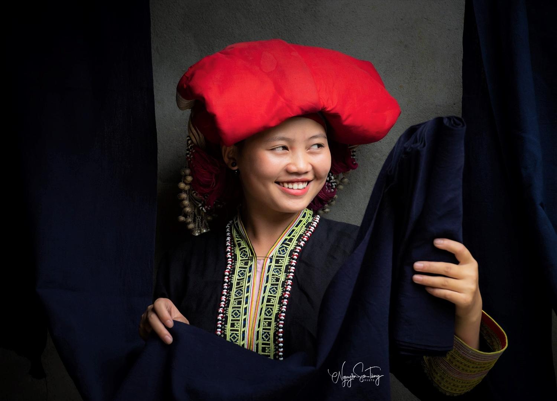 Nụ cười phụ nữ Dao Đỏ (Ảnh: Nguyễn Sơn Tùng)